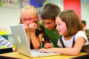 Tablet, televize, smarthphone aneb jaký vliv má na děti elektronika