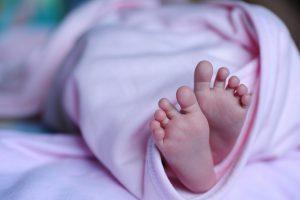Jak uklidnit plačící miminko podle Karpovy metody?